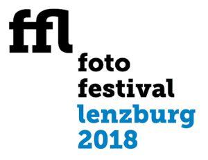 Das Fotofestival Lenzburg findet zum ersten Mal statt und öffnet seine Tore vom 27. April bis 20. Mai 2018 unter dem Motto «Im Wandel». Das Fotofestival bringt Fotografen und Fotografie- Experten nach Lenzburg: Es wird eine Reflexion über Fotografie als neue Sprache, ein Austausch zwischen Profis und Amateuren, Jung und Alt, Ausland und Inland. Damit schlagen die Veranstalter eine Brücke von der beliebten Kleinstadt Lenzburg zu Fotografen und Bildern aus aller Welt. «Im Wandel» ist ein aktuelles Thema. Als Gesellschaft und als Individuen befinden wir uns in ständigem Wandel – Bilder können Identität stiften oder irritieren und zur Reflexion anregen. Auch für Lenzburg im Speziellen: Durch den angestrebten Zuwachs von 8'000 auf 12'000 Bewohner treffen viele Neuzuzüger auf alteingesessene Bürger. Was heisst das für die Identität unseres Landes? Wie schaffen wir selbst Identität durch unseren Gebrauch von Bildern? Das Festival greift aus der heutigen Bilderflut Facetten heraus, die sich um Fragen der Identitätssuche im Wandel drehen, um Identitätsbildung in Abgrenzung und im Zusammenleben mit anderen. Eine Fachjury hat die besten der über 600 eingereichten Bilder zum vorausgehenden Fotowettbewerb mit Thema «Im Wandel« ausgesucht. Diese Auswahl ist während der Festivaldauer in 23 Schaufenstern der Geschäfte der Altstadt zu sehen. So werden die Gewerbetreibenden selbst zu einer Open-Air Galerie, dort wo das Leben pulsiert, mitten in der Stadt, erlebbar bei einem gemütlichen Spaziergang durch die pittoreske Altstadt Lenzburgs. Das Publikum ist aufgerufen, für sein Lieblingsbild abzustimmen; die Fotos sind nummeriert. Die Preisverleihung für den Publikumspreis findet am 17. Mai im Foyer der Hypothekarbank statt und bildet zugleich den offiziellen Abschluss des Festivals. www.fotofestivallenzburg.ch